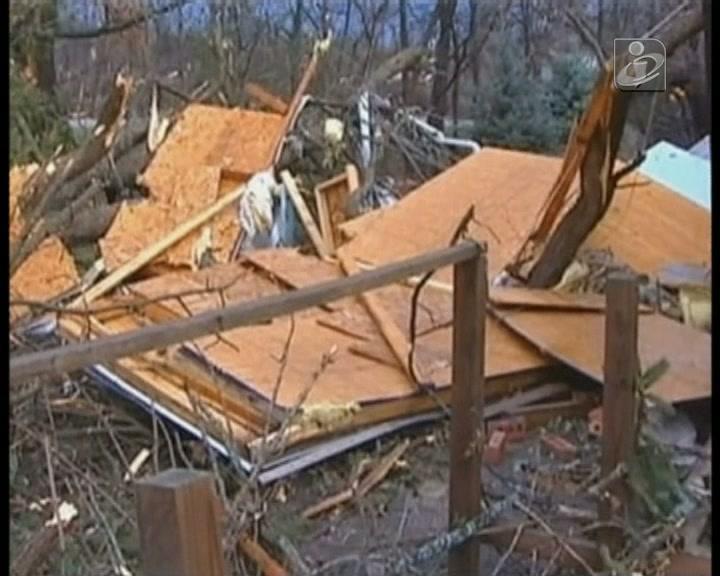 EUA: tornados mataram cinco pessoas