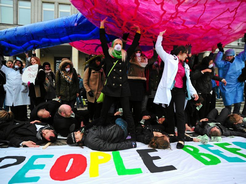 Ativistas da Greenpeace ocupam Ministério da Economia polaco (Reuters)