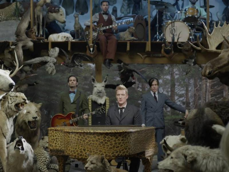 Queens of the Stone Age no vídeo de «The Vampyre of Time and Memory»