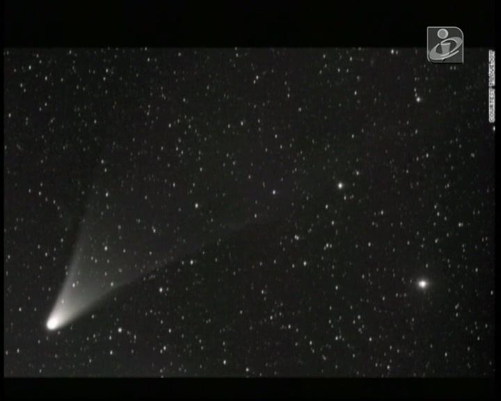 Cometa ganha brilho ao aproximar-se do sol