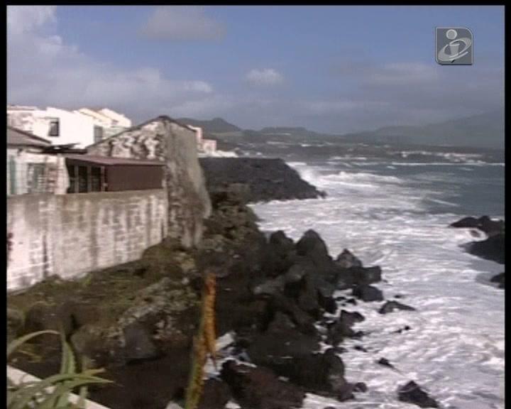 Tempestade aproxima-se dos Açores