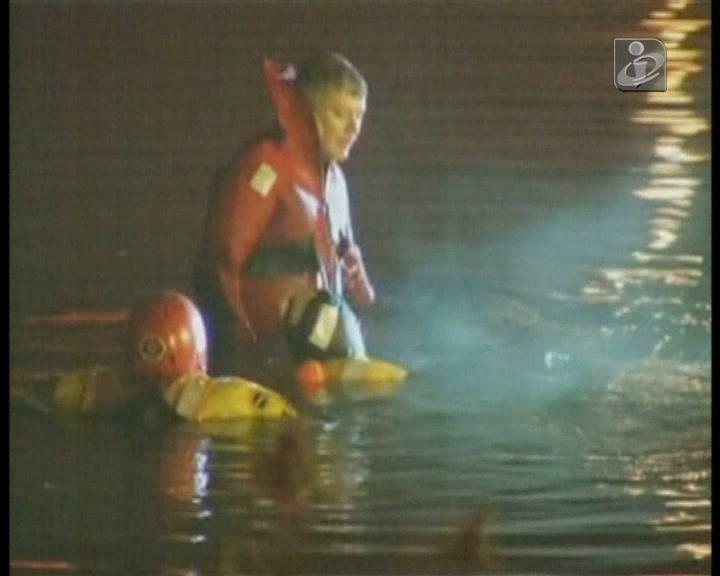Mãe e cinco filhos caíram num lago gelado