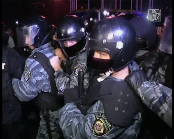 Polícia e pró-ocidentais em confrontos em Kiev