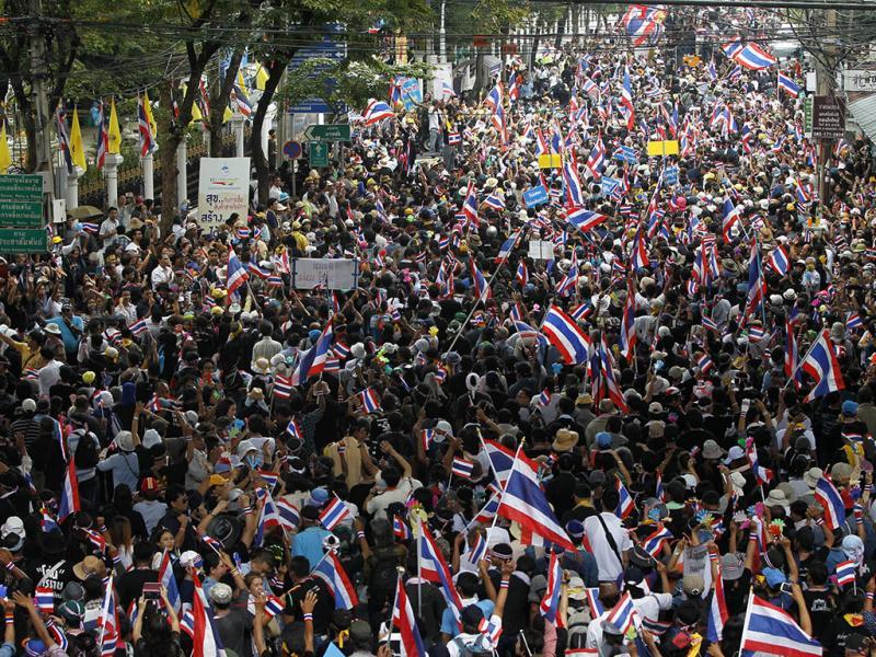 Manifestantes ocupam Ministério das Finanças da Tailândia (REUTERS)