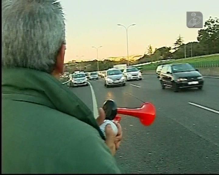 Milhares de carros em protesto no IC 19