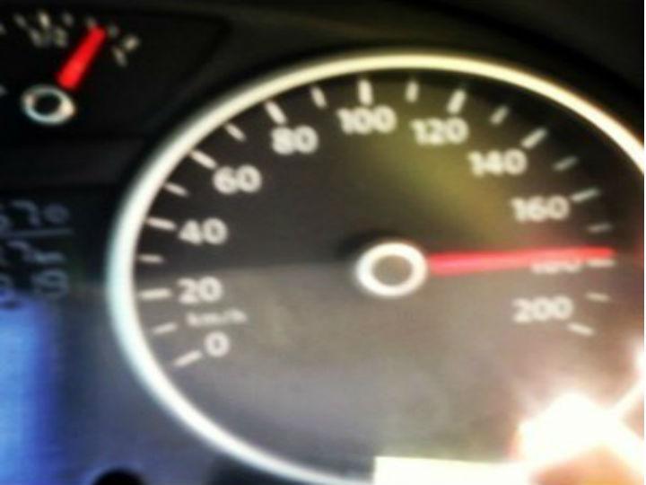 Foto mostra velocímetro a 180km/h (Foto Reprodução/Instagram)