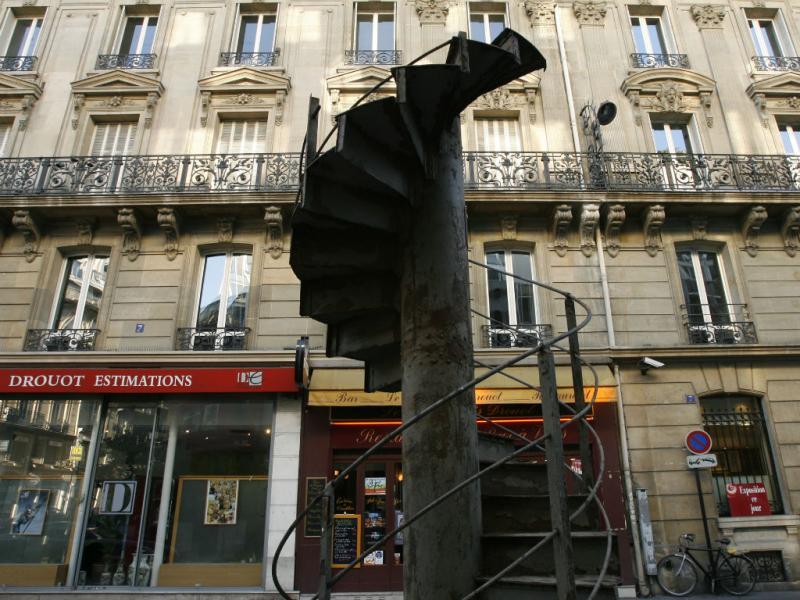 Troço original da escadaria da Torre Eiffel (Reuters)