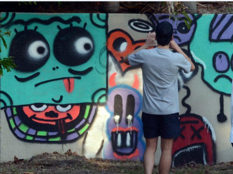 Justin Bieber «grafita» parede de hotel (EPA/Lusa)