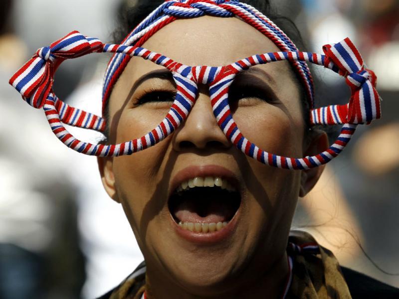 Gritos pela demissão do Governo na Tailândia. Milhares voltaram a sair à rua (EPA/RUNGROJ YONGRIT)