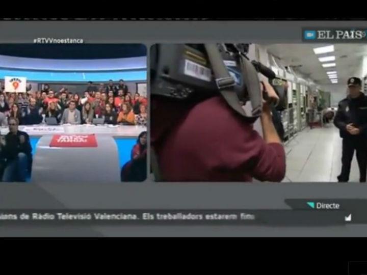 TV valenciana apaga sinal após 12 horas de resistência (Reprodução Youtube/El País)