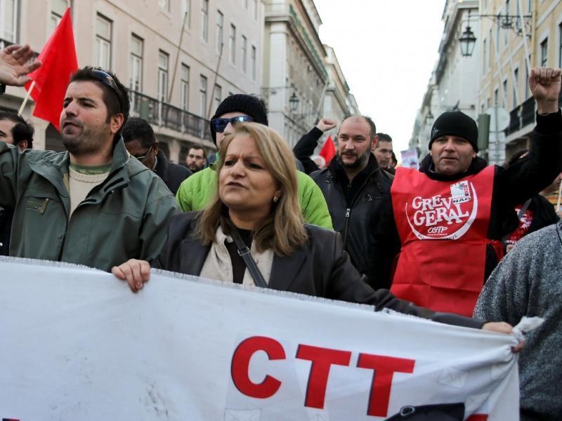 Manifestação contra a privatização dos CTT (Lusa)