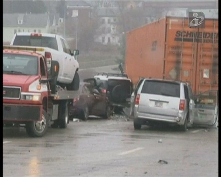 Choque em cadeia: acidente com 65 carros no Massachusetts