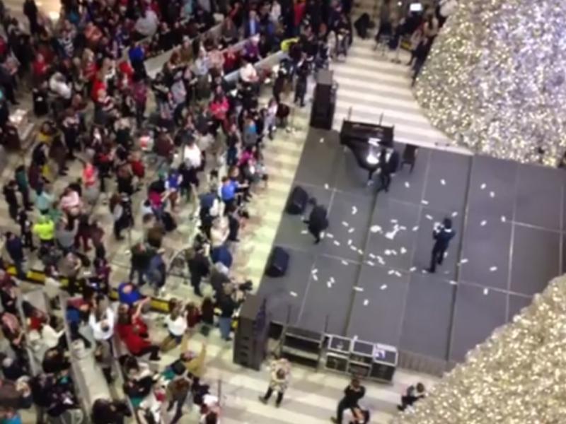 700 euros «chovem» em centro comercial (Reprodução / Youtube / Serge The Car Hauler)