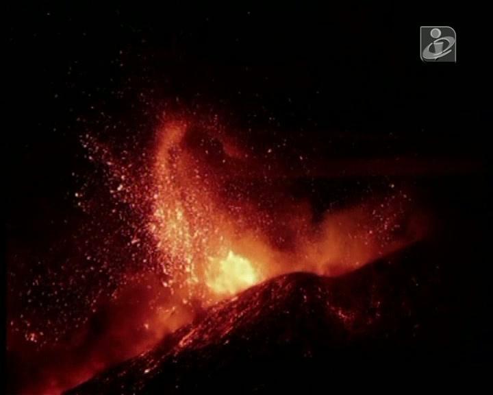 Itália: monte Etna entra em erupção