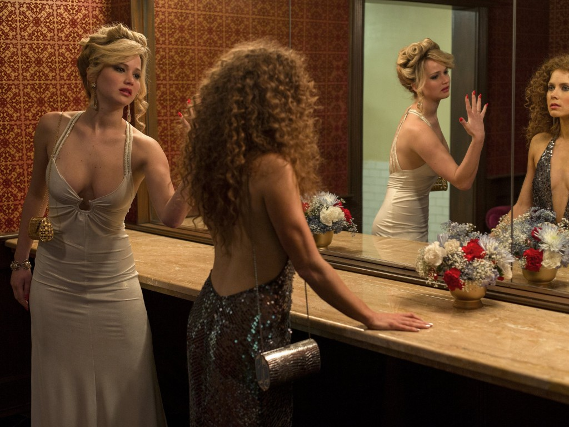 Jennifer Lawrence e Amy Adams em «Golpada Americana»