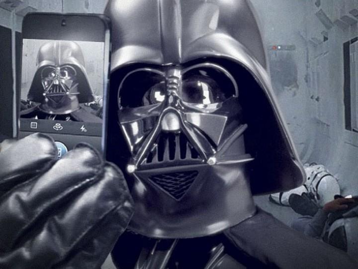 A «selfie» de Darth Vader no Instagram oficial da saga «Star Wars»