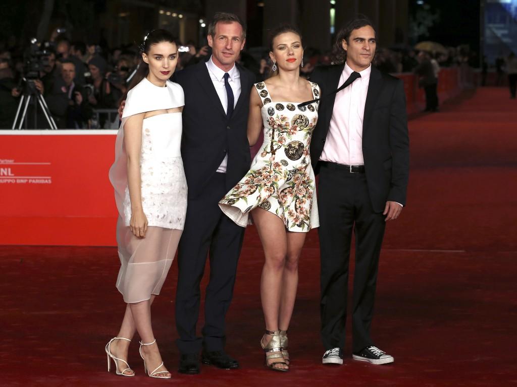 Rooney Mara, Spike Jonze, Scarlett Johansson e Joaquin Phoenix na apresentação de «Her» no festival de Roma (Reuters)