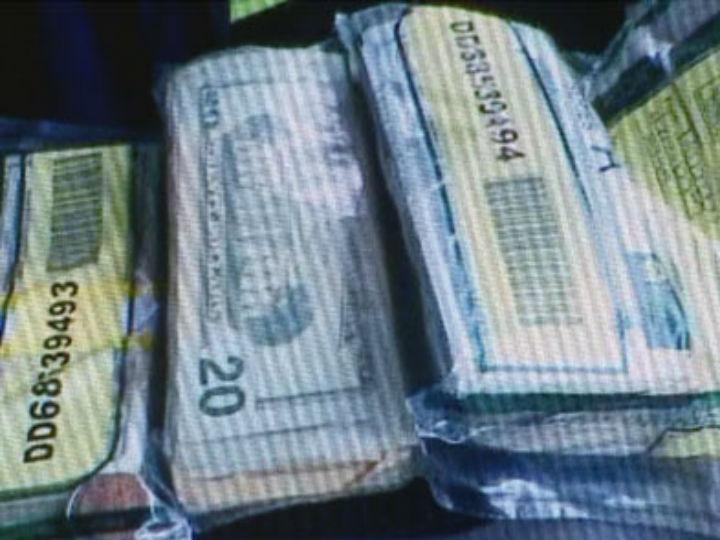 Casal nos EUA recebe saco cheio de dinheiro (Reprodução News Channel 5)