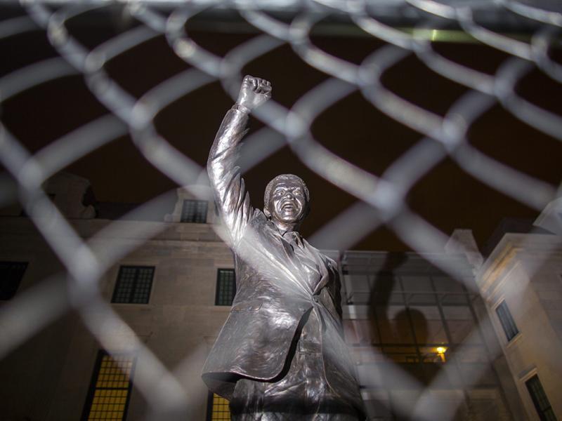Nelson Mandela morre aos 95 anos (EPA)