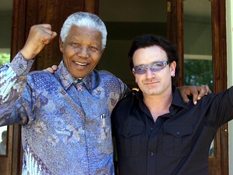 Nelson Mandela e Bono em 2002 (Reuters)
