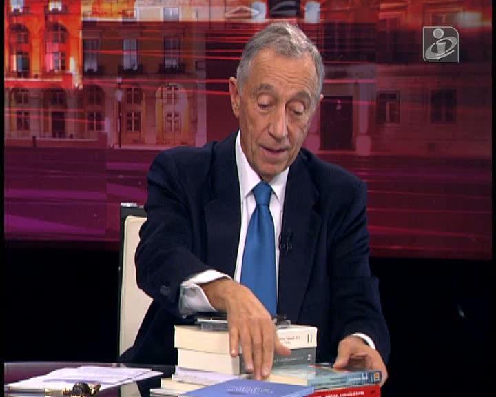 Marcelo recomenda o livro «Como sobreviver a uma crise (e contar a história)