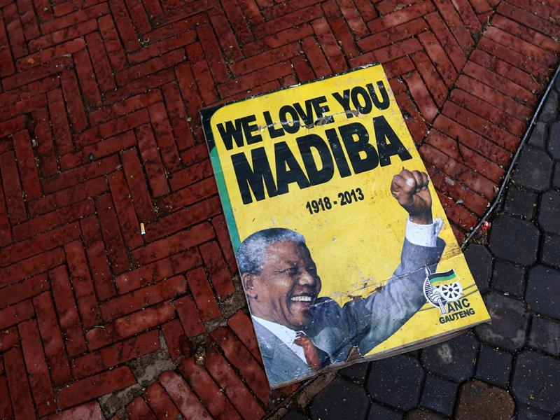 Memorial a Nelson Mandela: milhares de pessoas prestam homenagem a Madiba (Reuters)