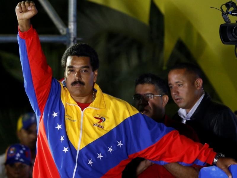 «Às vezes venho aqui à noite [mausoléu onde estão guardados os restos mortais de Hugo Chávez]. Às vezes, muitas vezes, durmo aqui. De noite refletimos aqui sobre as coisas»