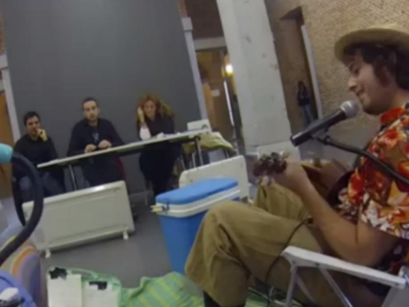 Artistas fazem «audição» para tocar na rua (Reprodução / Youtube / Potato Omelette Band)