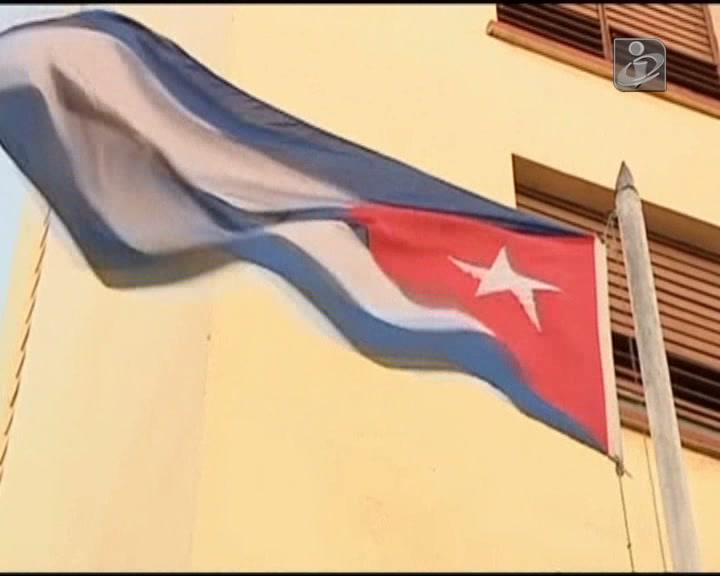 Cubanos satisfeitos com aperto de mão entre Obama e Castro