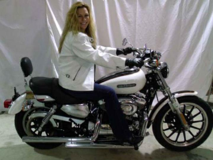 Mulher e mota são postas à venda (Foto: Reprodução/Craiglist)