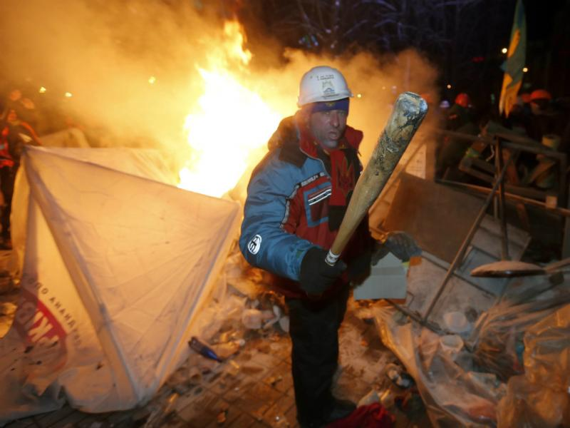 Protestos em Kiev - Manifestantes pró-Europa exigem eleições antecipadas (Lusa/EPA)