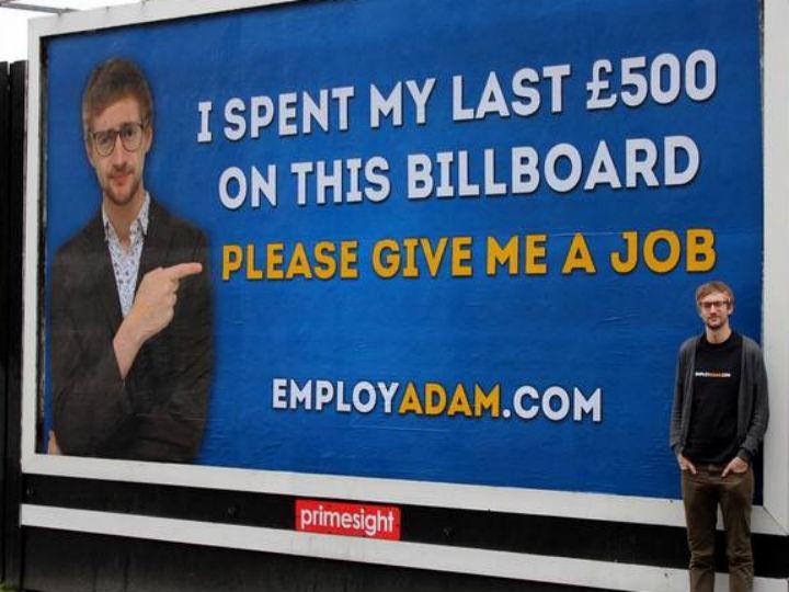 Jovem licenciado decidiu gastar os últimos 600 euros num anúncio publicitário para conseguir emprego (Foto:Reprodução/Employadam)