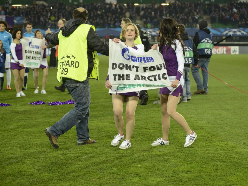Protesto da Greenpeace contra a Gazprom (EPA)