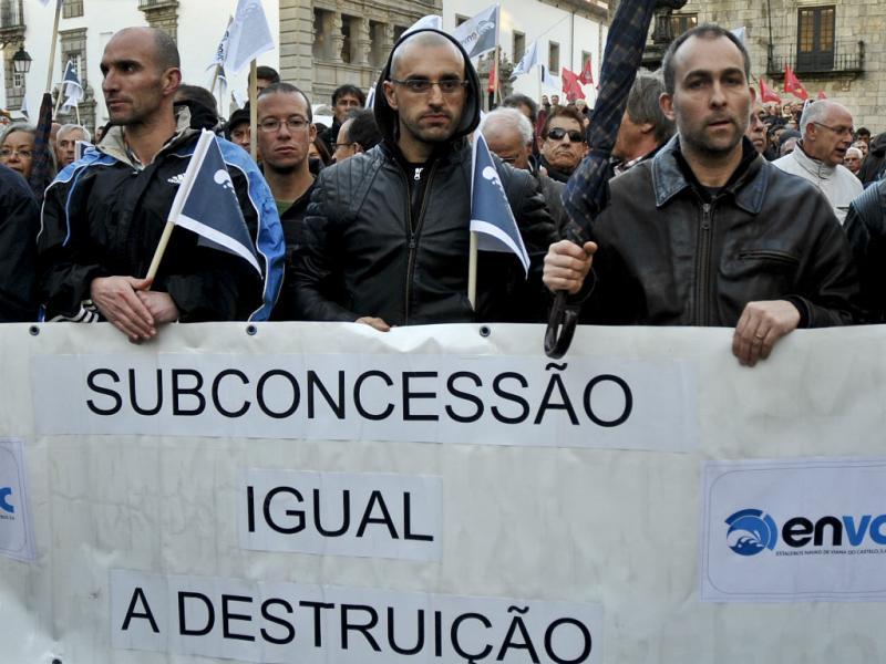 Manifestação contra a subconcessão dos Estaleiros de Viana (LUSA)