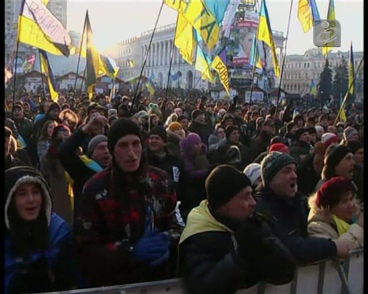 Milhares de ucranianos permanecem nas ruas