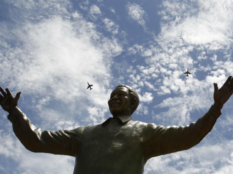 Estátua gigante de Mandela inaugurada em Pretória [Reuters]