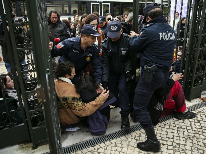 Professores: incidentes em Coimbra na entrada para a prova (Lusa)