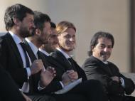 San Lorenzo ofereceu troféu de campeão ao papa (Reuters)