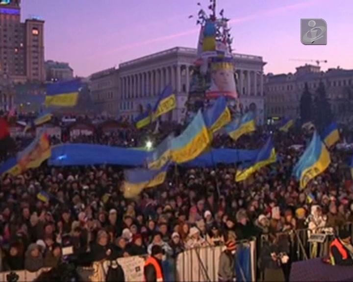 Milhares em protesto na Ucrânia