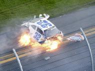 Fevereiro: acidente impressionante na NASCAR