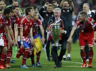 Maio: o Bayern campeão europeu, Jupp Heynckes na festa antes do adeus