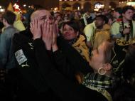 Maio: o desespero no rosto dos adeptos do Dortmund depois da final da Liga dos Campeões