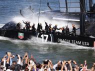 Setembro: Oracle vence a Taça América, na maior reviravolta em 162 anos de história da mítica competição de vela; perdia por 6-0, venceu por 9-8