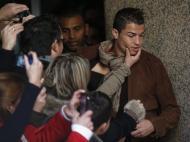 Dezembro: banho de multidão para Cristiano Ronaldo na visita à sua estátua de cera, em Madrid