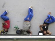 Dezembro: trabalhadores no Arena das Dunas, em Natal, pausa nas obras para o Mundial 2014
