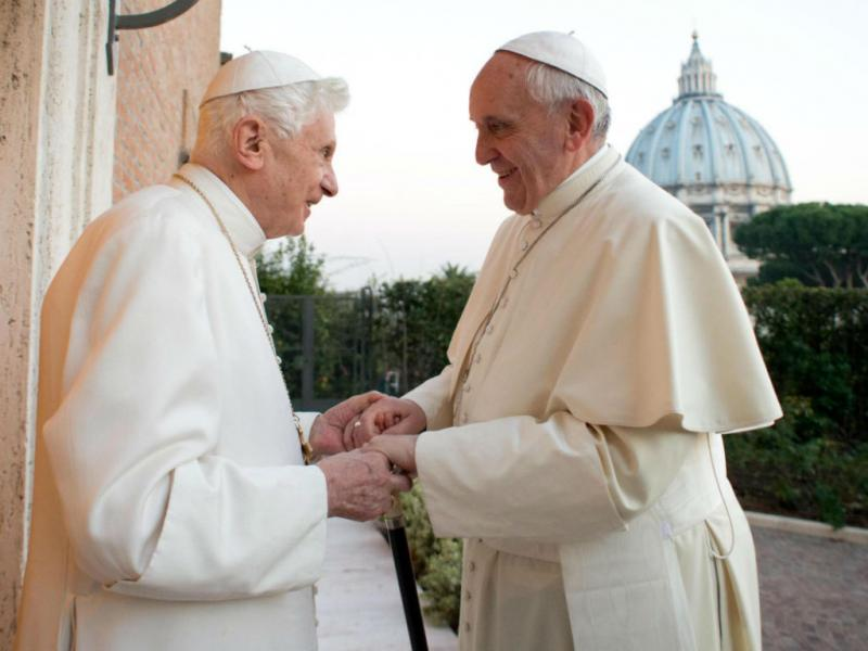 Papa Francisco visita Bento XVI (EPA/LUSA)