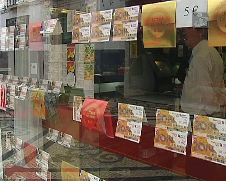Homem esquece óculos e compra por engano bilhete vencedor da lotaria