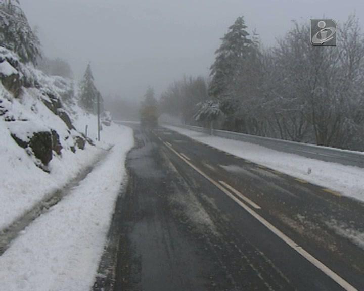 Estradas de acesso ao maciço da Serra da Estrela encerradas