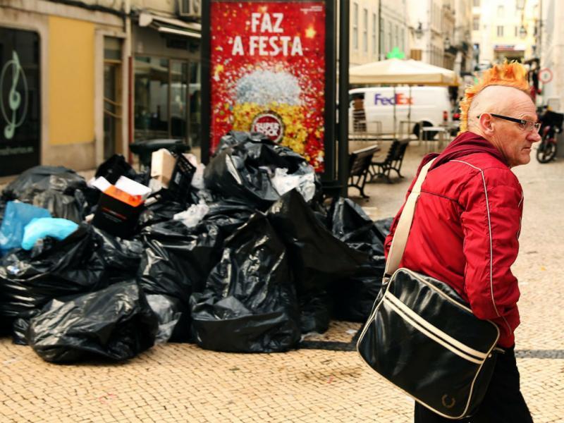 Greve na recolha do lixo em Lisboa para turista ver(LUSA)