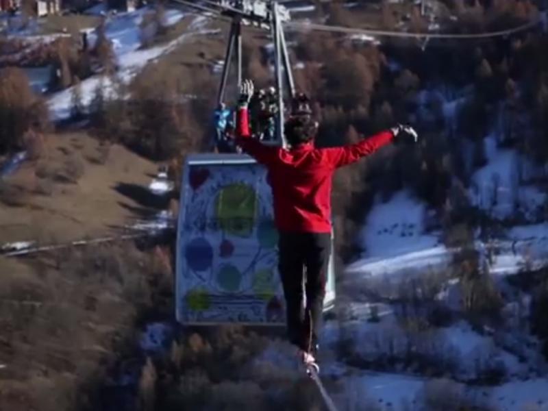 Equilibrismo a 380 metros de altura (Reprodução /Youtube / Paradiski)